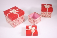 Набор подарочных коробок из 3шт (Куб) красные с красными цветами