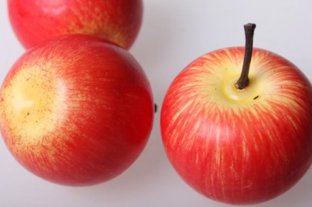 Яблоки желто-красные искусственные 5см (6 шт в уп)