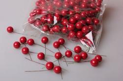 Ягодки красные 1,5см с провалокой (200шт в упаковке) 2041