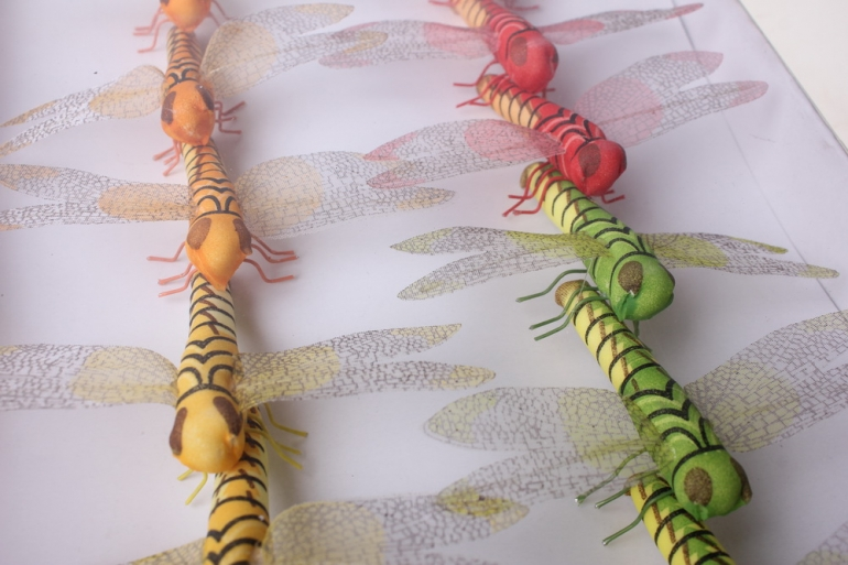 бабочки и птички декоративная искусственная флористическая - 1379 стрекоза большая цветная (12шт) 3021