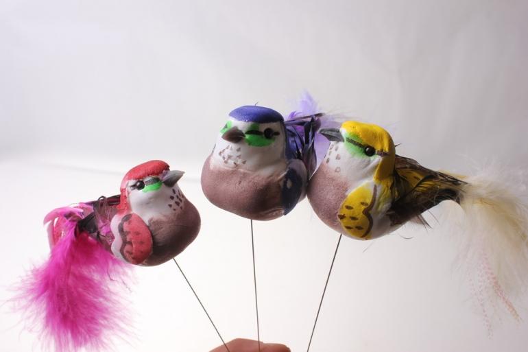бабочки и птички декоративная искусственная флористическая - 5981 птичка круглая с длинным блестящим хвостом на стикере (12шт в уп) 2510