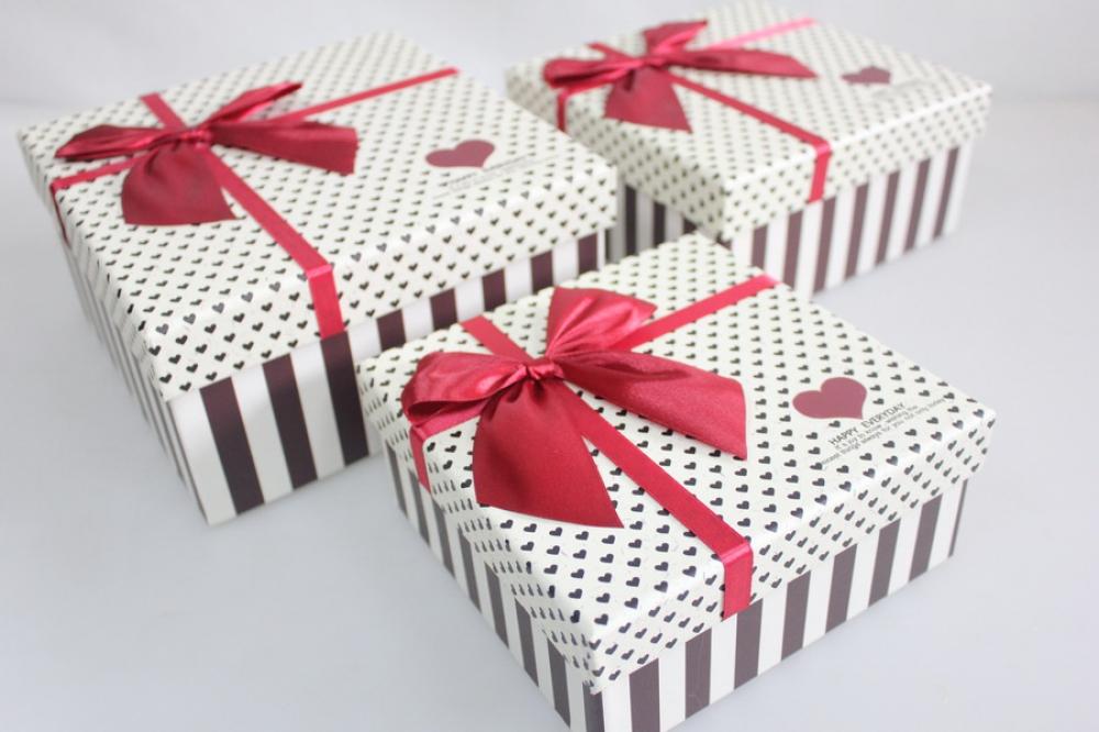Открытка коробочка с бантиком, осенних листьев открытка