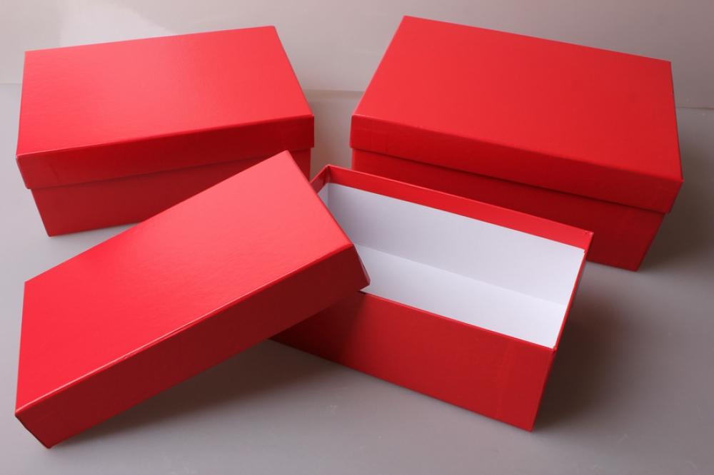 картинка коробка красная плохом освещении если