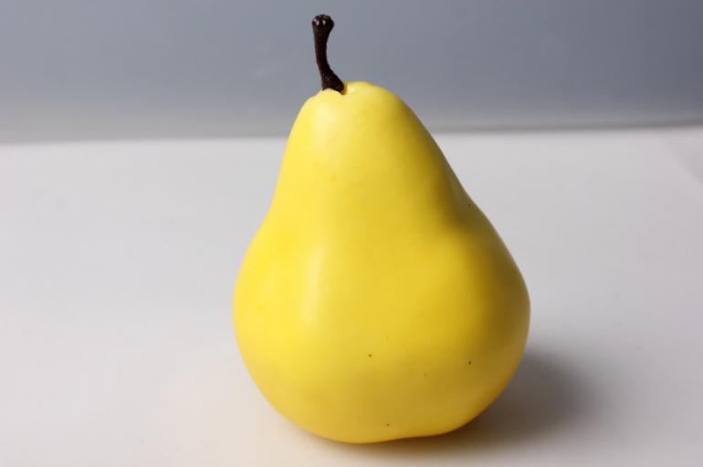 груша искусственная желтая 9см