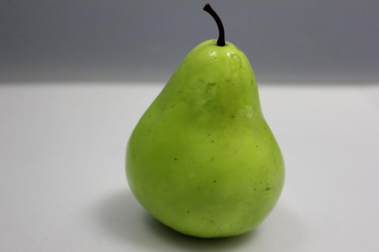 груша искусственная зеленая 9см