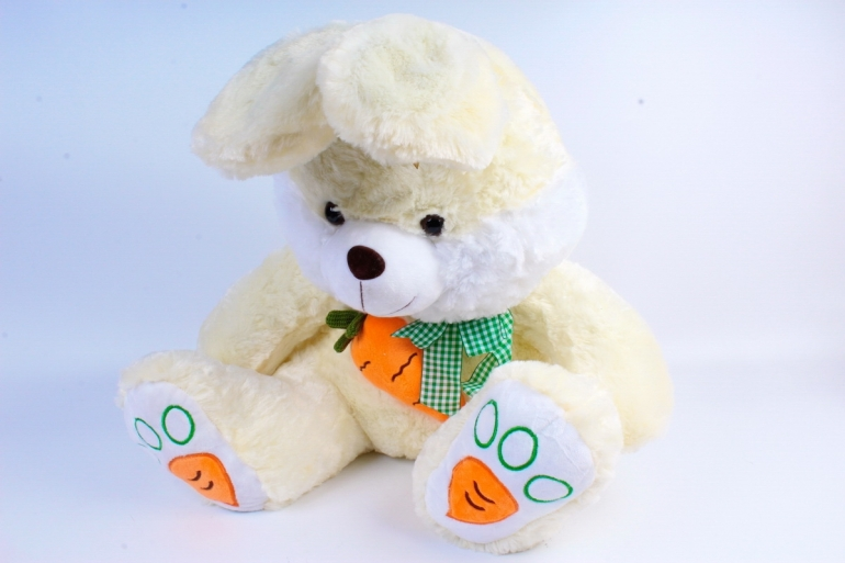 Игрушка мягкая Заяц с морковкой шампань  М-4258/50