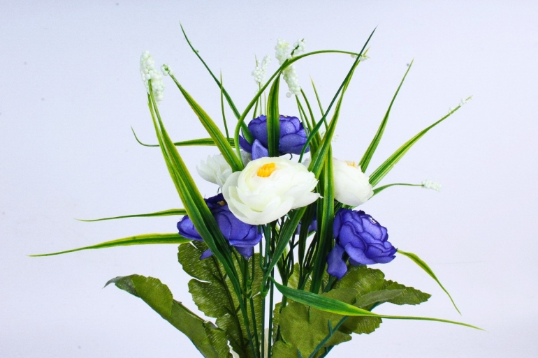 """Искусственное растение - Камелия с """"кашкой"""" бело-синяя"""