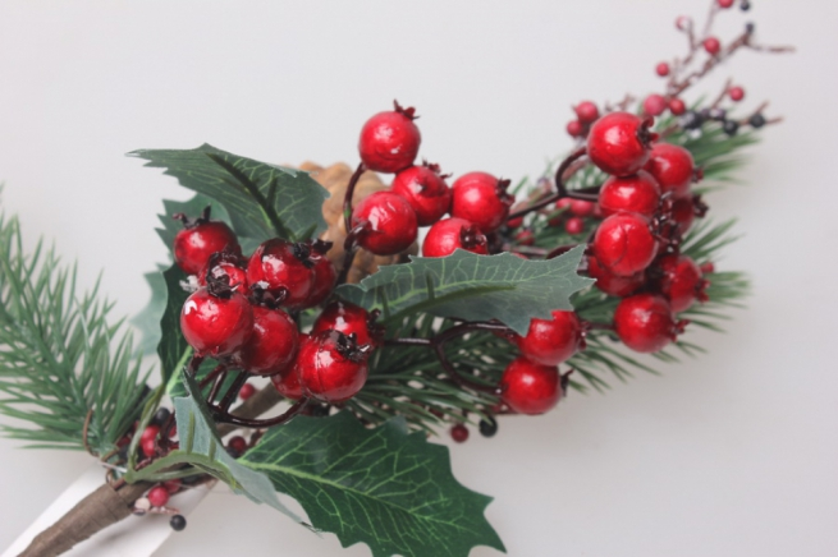 искусственные растения - ветка с ягодами и шишкой) 50см 1962