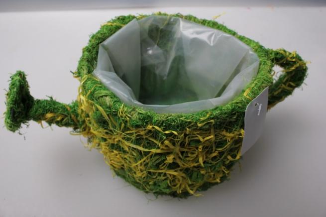 кашпо чайник из травы 14а37-1