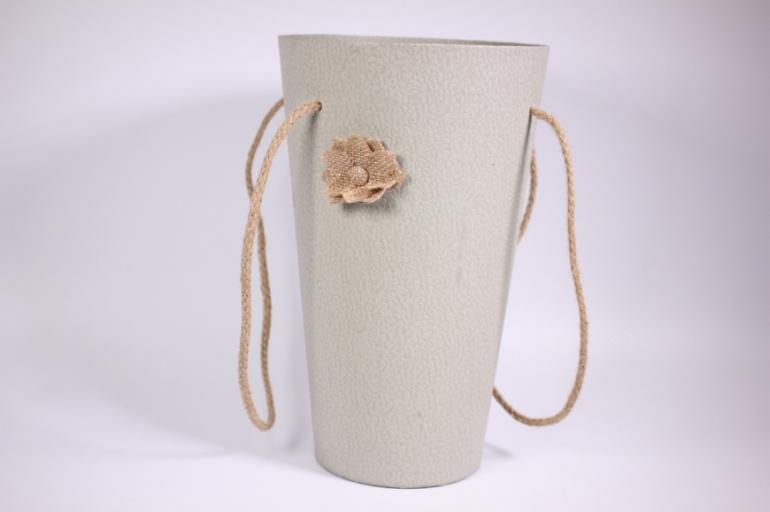 коробка конус под цветы  с ручкой серая