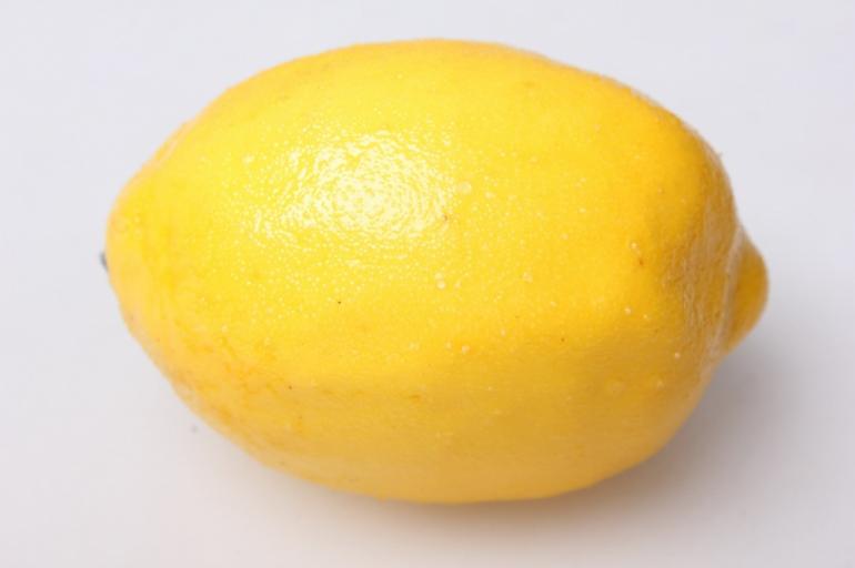 лимон искусственный 9см