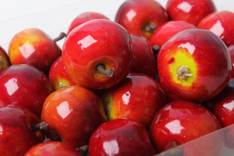 набор искусственных яблок(24 шт) 3,5см красный 8685