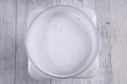 Песок декоративный в тубе (600гр) (фр.60-80) белый KR-46855  8015