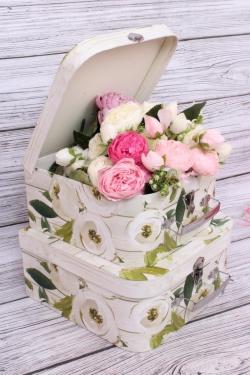 """Набор подарочных коробок из 2шт - Чемоданчик """"Белые розы"""" L:25.5x25.5x12.5cm M:22.5x22.5x11cm  9251Н"""