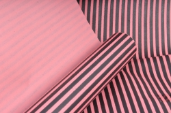 """Бумага цветной Крафт (Б) """"Полоска малая"""" Черный на розовом 60гр/кв.м (60см*10м)"""