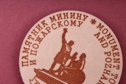 """Магнит сувенирный из натуральной кожи d=5см """"Москва. Памятник Минину и Пожарскому"""""""""""