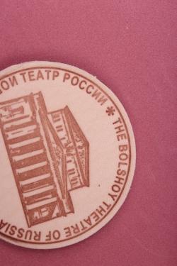 """Магнит сувенирный из натуральной кожи d=5см """"Москва. Большой Театр"""""""