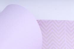 """Бумага цветной Крафт (Б) """"Зигзаг"""" Бронза на сиреневом 60гр/кв.м (60см*10м)"""