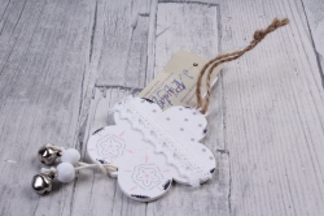 Подвеска из дерева Цветок белый  6,5*10см    DK469