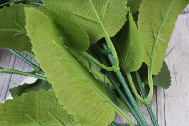 искусственное растение - ранункулюс с белыми ягодами пурпурный