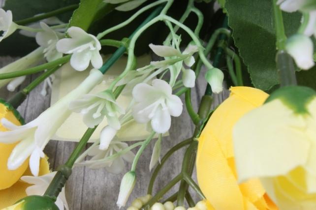 искусственное растение - ранункулюс с белыми ягодами жёлтый