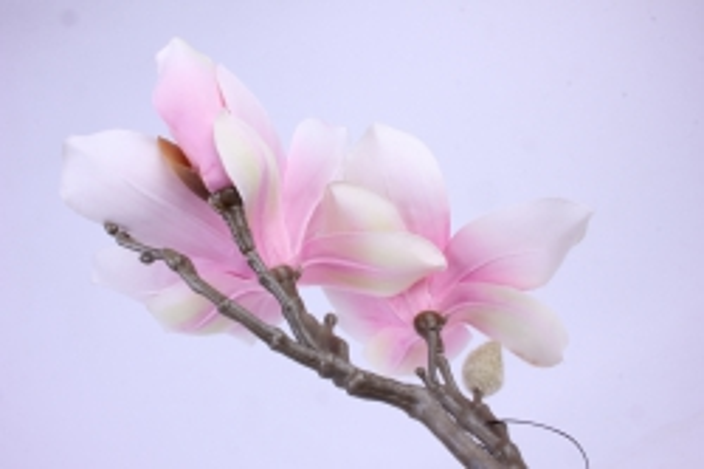 Искусственное растение - Веточка Магнолии 35 см розовая SUN488
