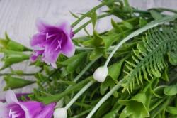 Искусственное растение - Колокольчик с декором пурпурный
