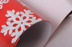 Бумага  ГЛЯНЕЦ 100/Х230  Нов. Год. Снежинки на красном  0,7*1м (10 лист.)