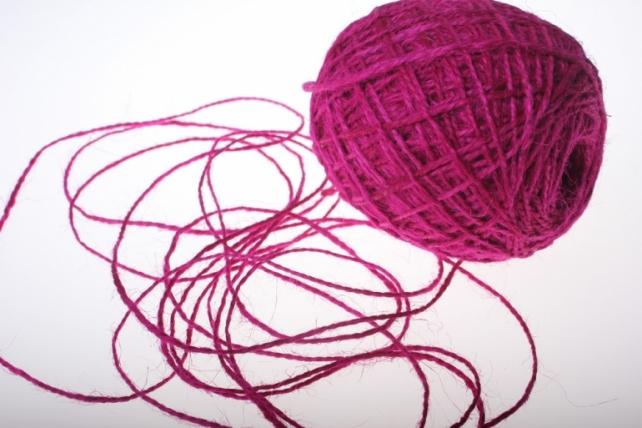 Аксессуары для флористов - Лента текстильная - Шнур натуральный джутовый в ассортименте 100гр - Малиновый