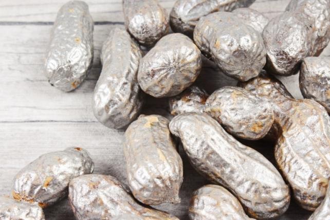 Арахис крашеный серебро 50 гр
