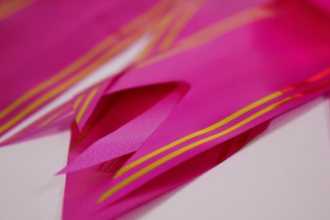 бант-бабочка 50*890мм золотая полоса малиновый (10 шт.)