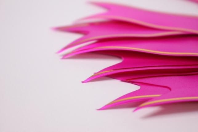 бант из ленты - бант-бабочка 22х470мм (золотая полоса) малиновый  (10 шт.)