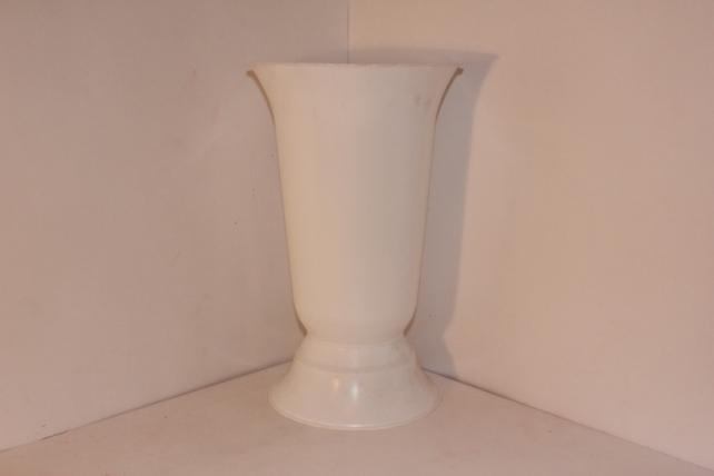 вазы пластиковые белая ваза малая h34 d21 945