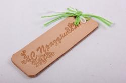 бирка из натуральной кожи  «c праздником», декор бант из вощеных шнуров