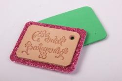 бирка из натуральной кожи  «с днем рождения», подложка из декоративной пенки с блестками