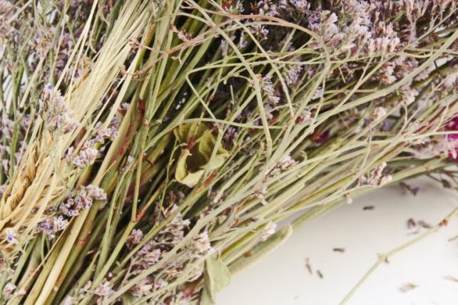 Букет из кермека, гомфрена и пшеницы,  125 гр.  3445