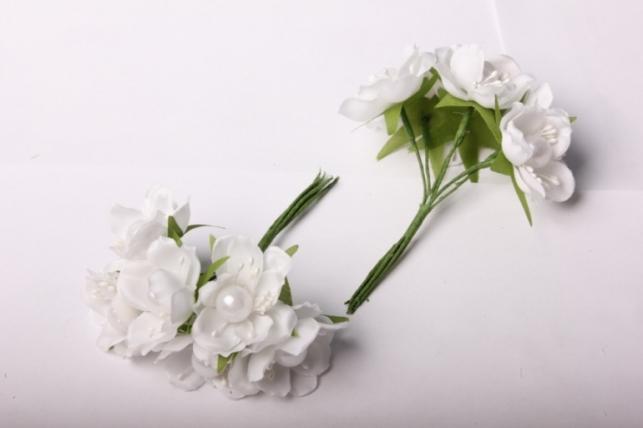 Бутаньерка  Магнолия с бусиной белая (10 букет. по 6шт)