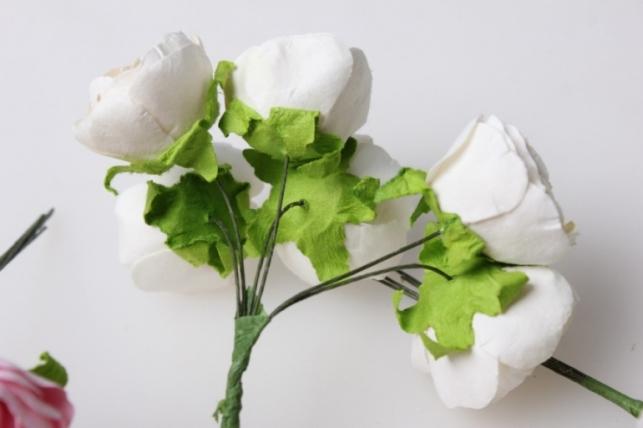бутаньерка роза  белая/розовая/шампань/красная (12 букетов по 6шт) цвета в ассортименте
