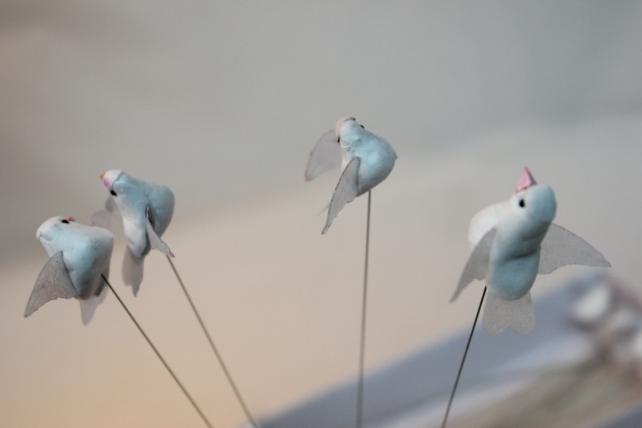 бабочки и птички декоративная искусственная флористическая - 2713 птичка голуби белые  3см (24шт в уп) 7321