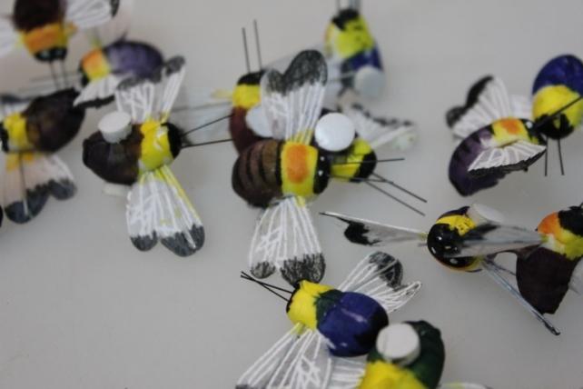 Декоративная искусственная флористическая - 5026 Пчелка на липучке (36 шт в уп.)