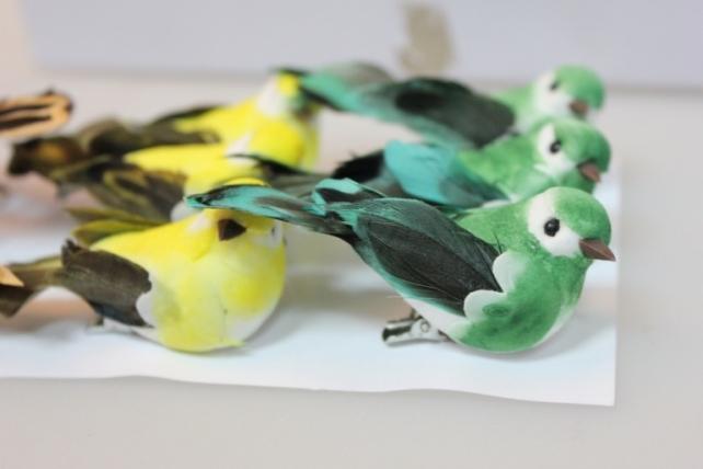 Декоративная искусственная флористическая - 5763 Птичка Цветная на прищепке (12 шт в уп.)