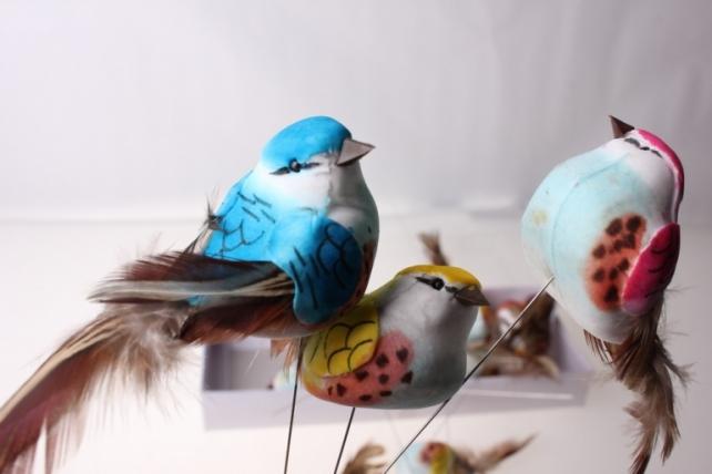 Декоративная искусственная флористическая - 6155 Птичка Цветная круглая на стикере (12шт в уп)