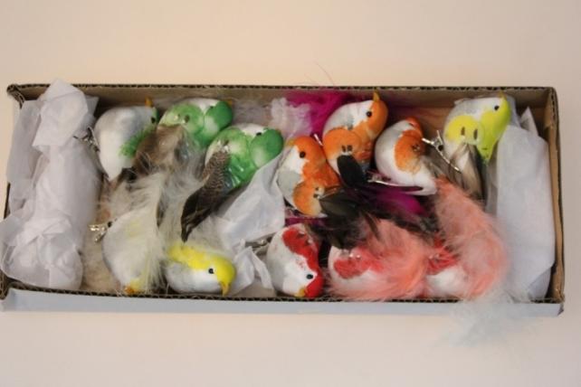 Декоративная искусственная флористическая - 6186 Птичка Цветная на прищепке 9см (12шт в уп)