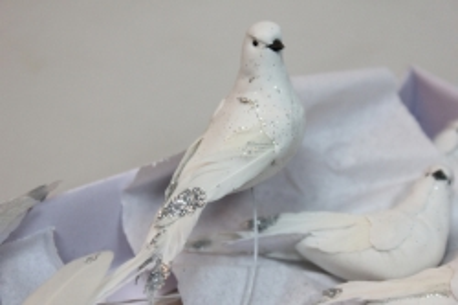 Декоративная искусственная флористическая - 9271 Птичка Голуби с блестками на стикере (12 шт в уп.)