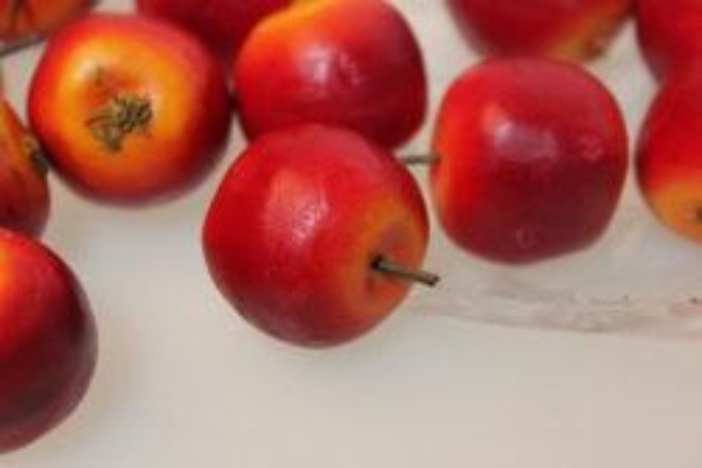 искусственные фрукты декоративные искусственные фрукты - 8218 яблоки в пачке 3,5 см красно-оранжевые (36 шт в уп.) 7100
