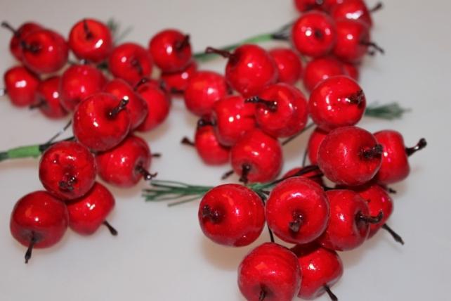 Декоративные Искусственные фрукты - 8869 Яблоки красные 3,0 см (12 пучков по 10 шт.)