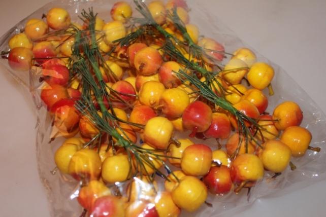 искусственные фрукты декоративные искусственные фрукты - яблоки желто-красные 3,0 см (12 пучков по 10 шт.) 7103