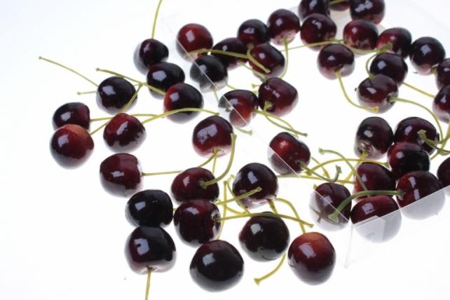 Декоративные Искусственные ягоды - Набор черешни искусственной 2см (48шт) бордовая Черешня GBD7813-2P