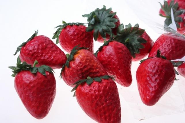 Декоративные Искусственные ягоды - Набор клубники искусственной 4,5 см (24шт) Клубника GBD7768D1