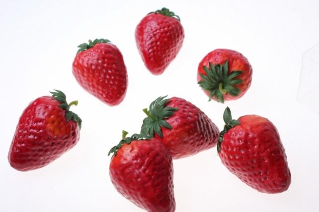 Декоративные Искусственные ягоды - Набор клубники искусственной 5см (12шт) Клубника GBD7853